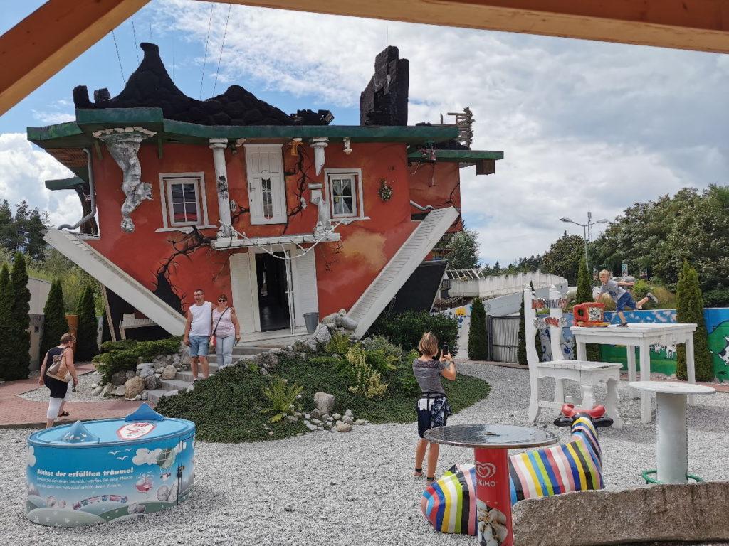 Besondere Ausflugsziele im Karwendel: Das Haus steht Kopf
