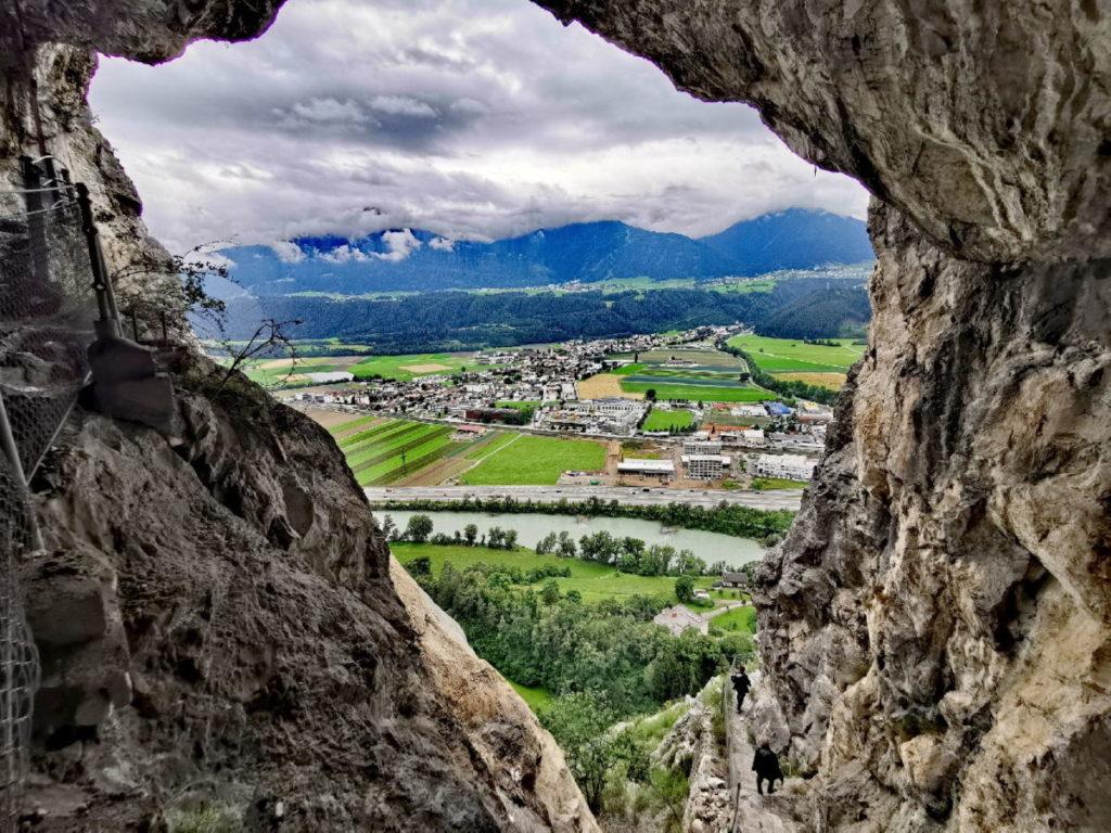Einmalige Aussicht aus der Grotte im Karwendel