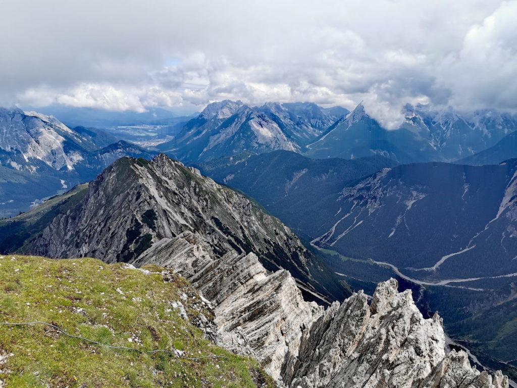Ausblick auf der Rosshütte Seefeld auf die Karwendel Berge